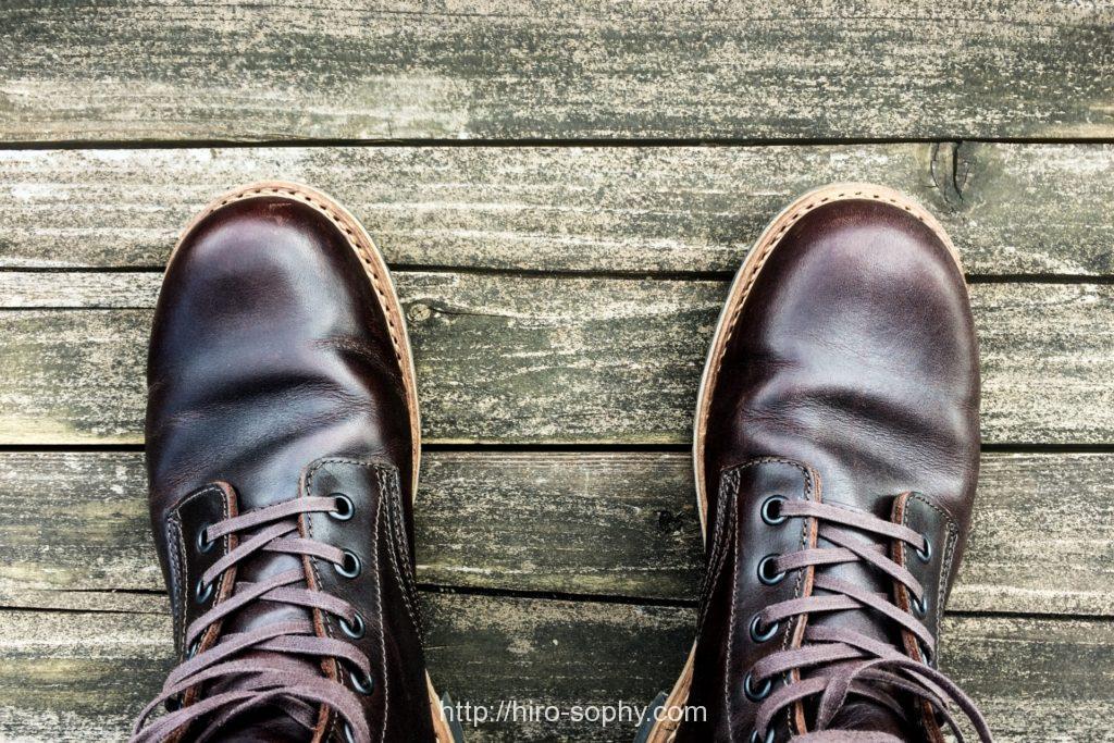 バーガンディのブーツ