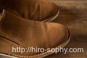 ライトブラウンのスエードの靴