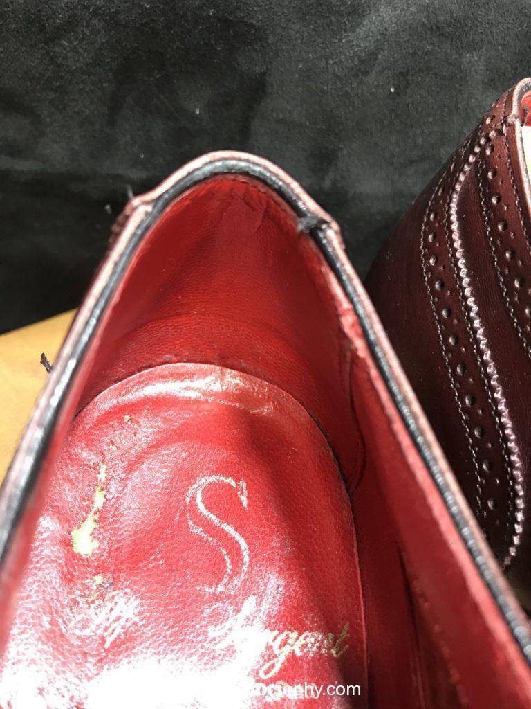 革靴の履き口と腰裏部分