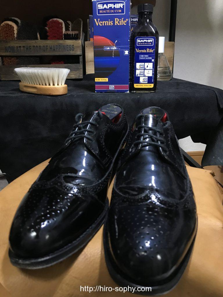 エナメルローション塗布後の靴