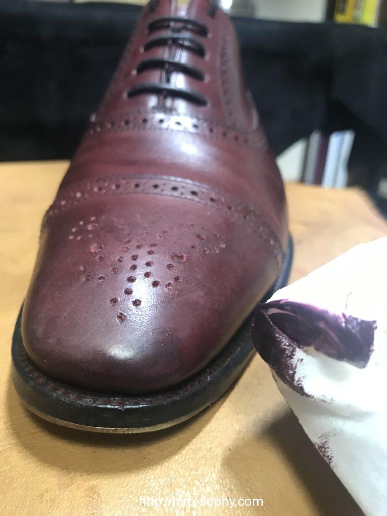 革靴の傷を削った部分を補色する