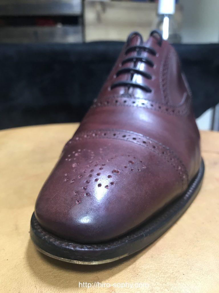 削った革靴に色をつけた