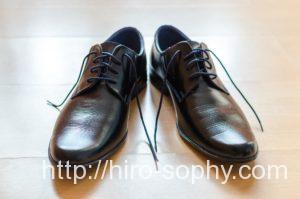 プレーントゥ外羽根式の黒靴