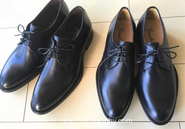 2足の黒い革靴