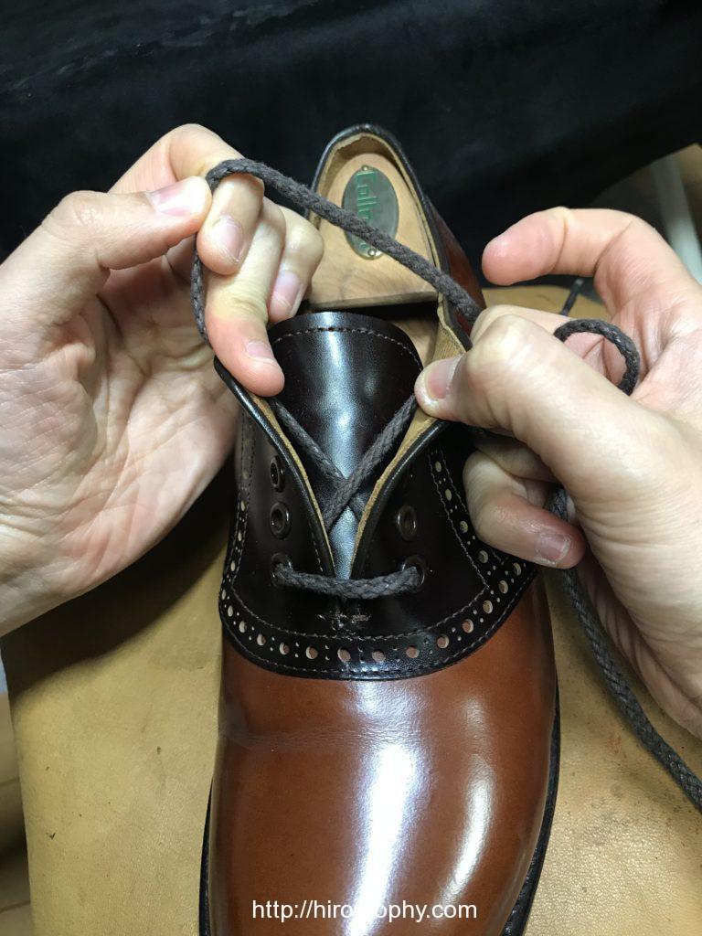 革靴をシングルで通す革靴