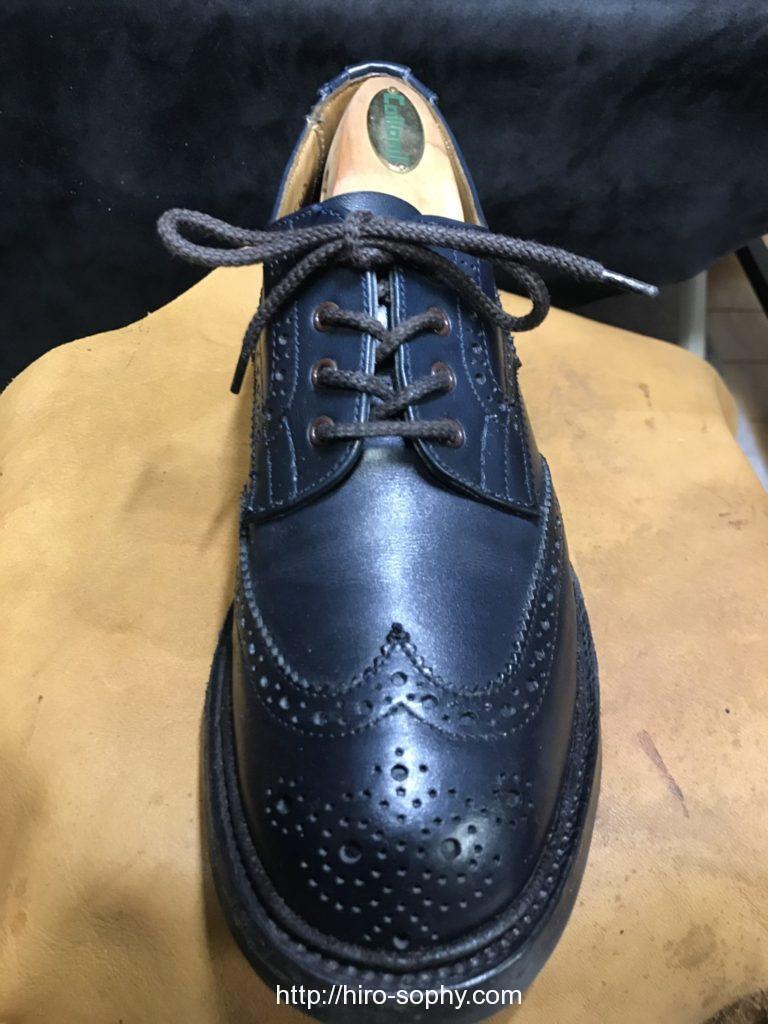 オーバーラップで通した革靴