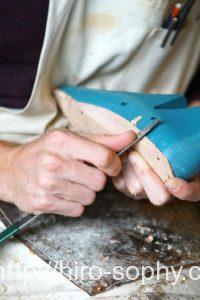 革靴の中底を作る