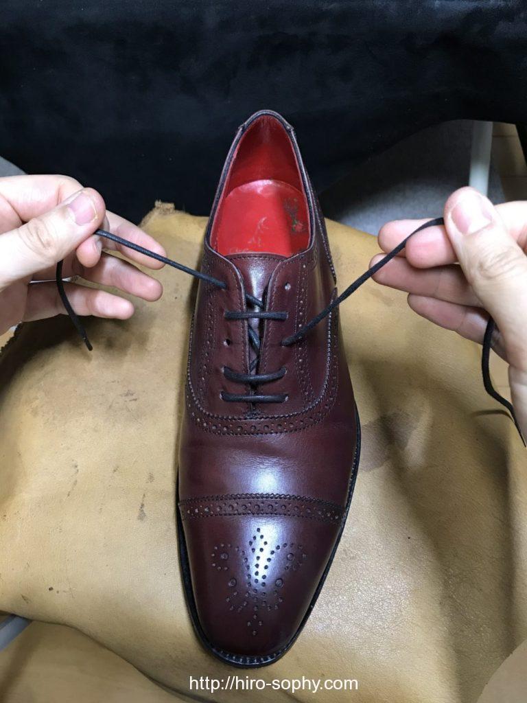 パラレルで通している途中の革靴