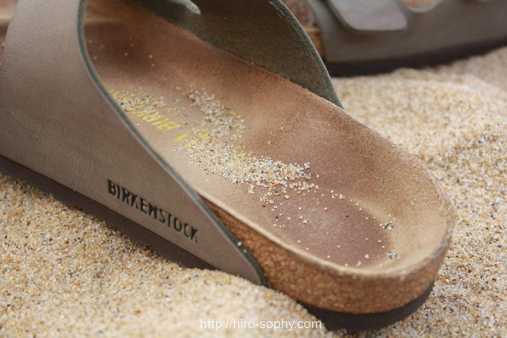 ビルケンシュトックのかかとに砂が溜まっている
