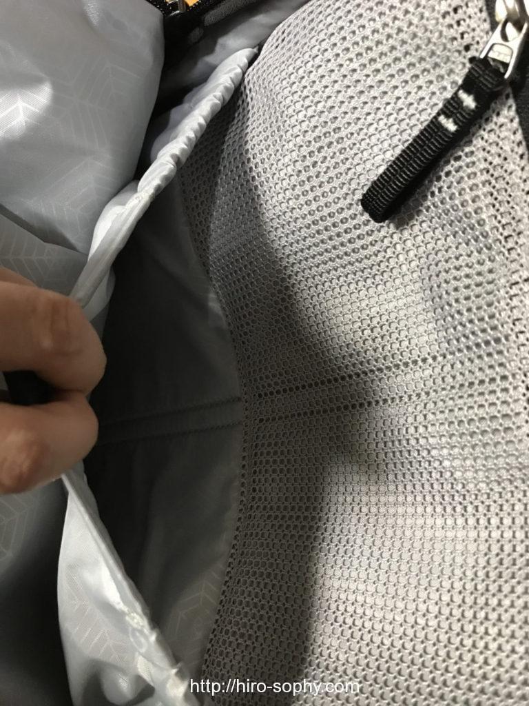 リュックの中のメッシュポケット
