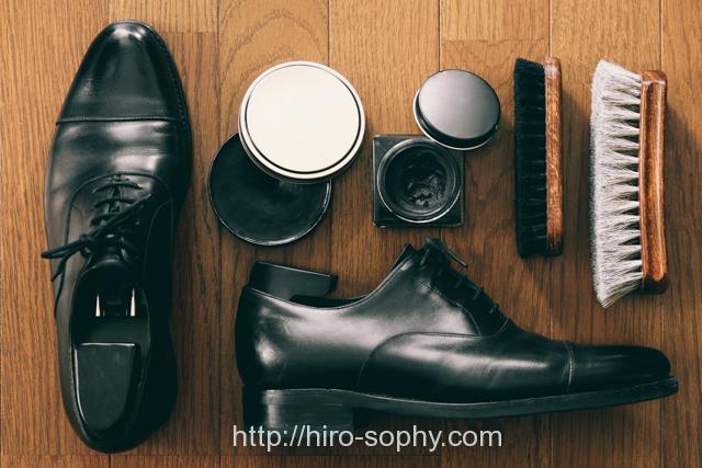革靴と靴磨きセット
