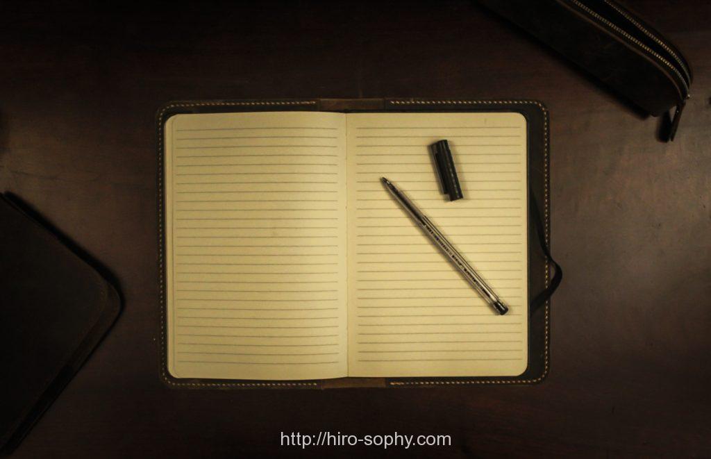 ボールペンとノートブック