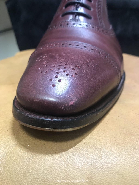 傷がついた革靴