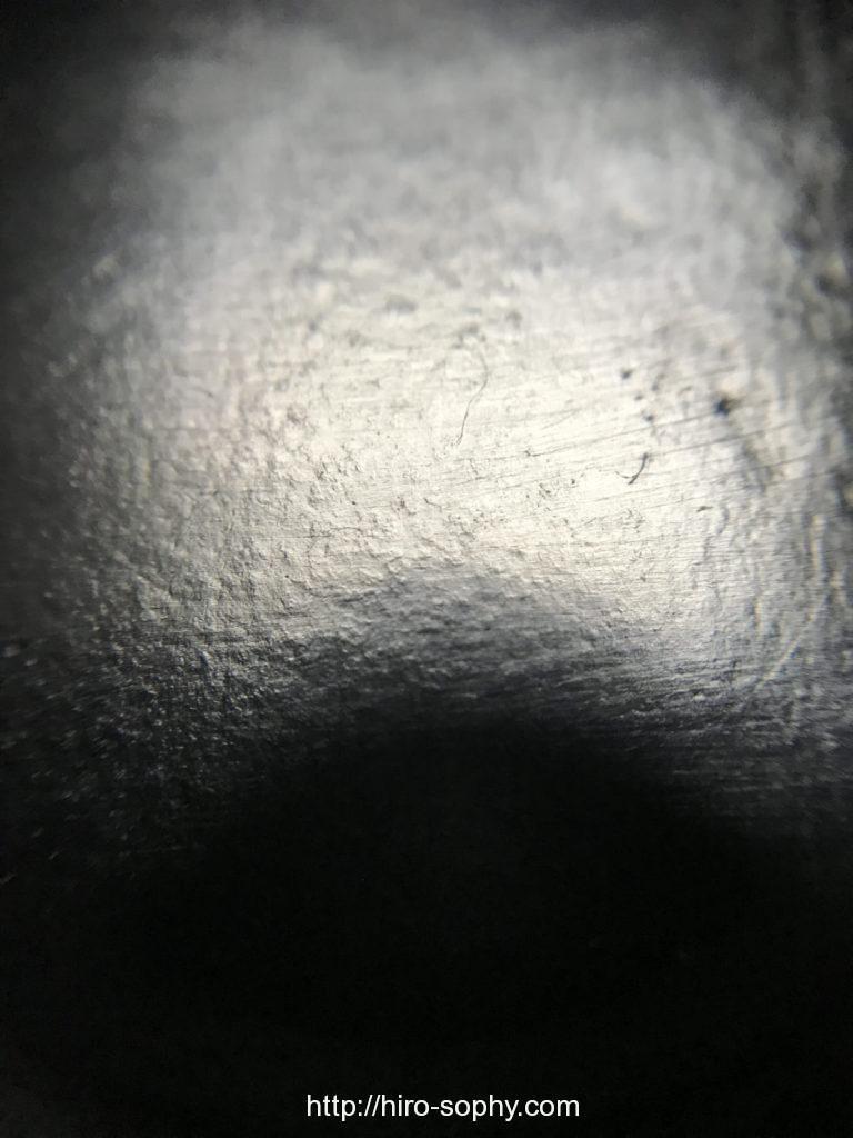 毛穴が埋まった革