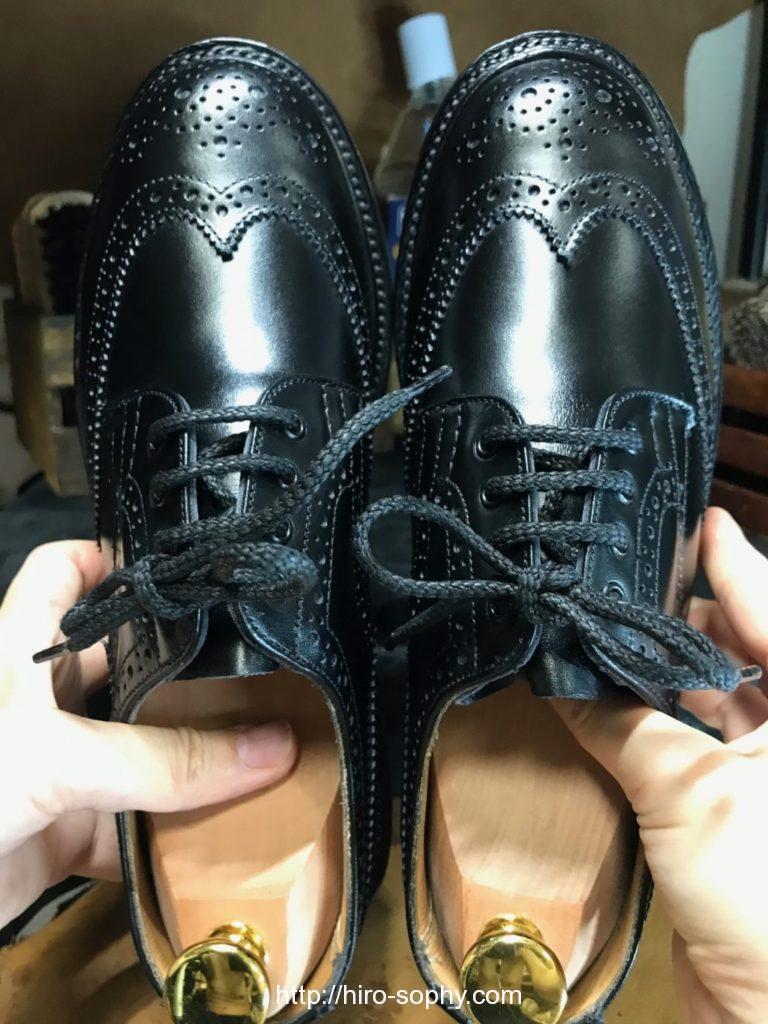 山羊毛ブラシで磨き上げた革靴