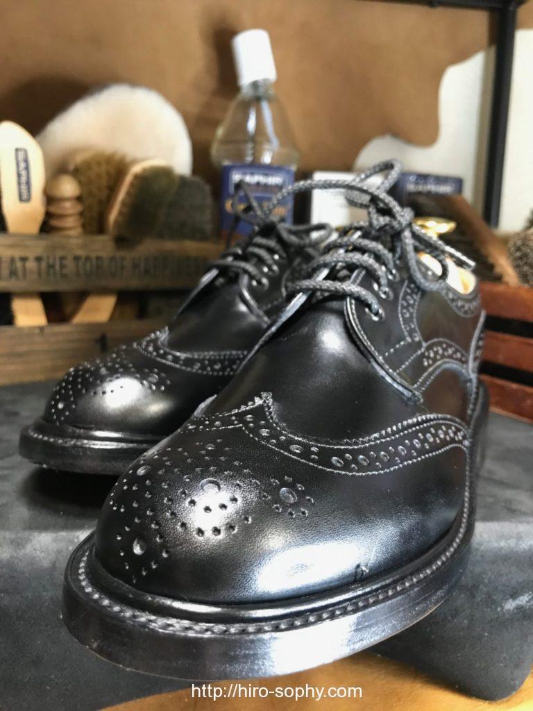 仕上がった黒い革靴